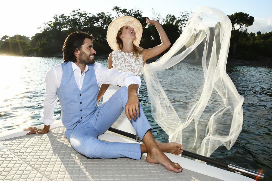 costume bleu ciel marié