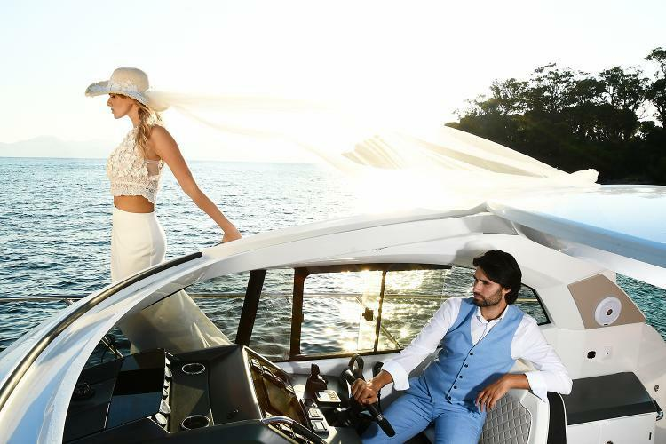 éditorial photos de marié sur un bateau